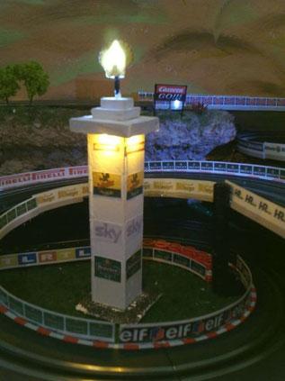 Der Shell-Turm im gleichnamigen Kreisel