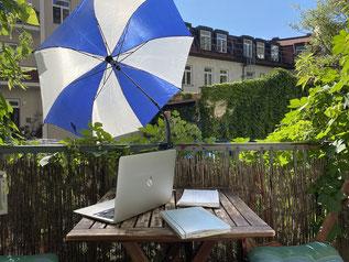 Kinderwagen-Schirm für den gezielten Notebook-Schatten