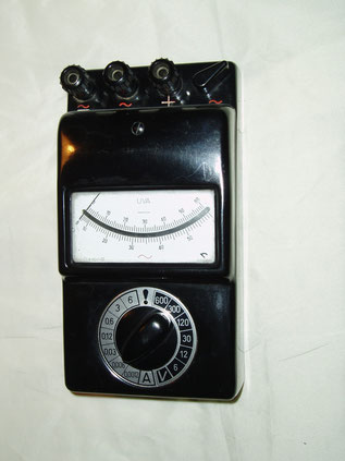 Gossen  Multimeter U V A - Wechsel und Gleichstrom. Gefertigt 1960