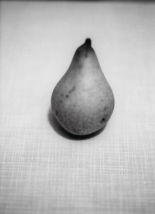 Heiner Blumenthal l Birne, 1993/2009, 30,4 x 20,7 cm, on baryta paper