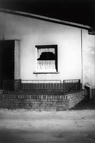 Heiner Blumenthal l Fenster, 1994, 30,4 x 20 cm, on baryta paper
