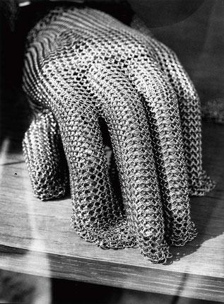 Heiner Blumenthal l Handschuh l, 2009, 30,4 x 22,5 cm, on baryta paper