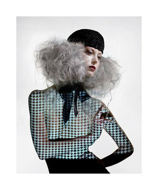 photo mode fashion, maquillage makeup artist maquilleuse carole petrigno, coiffure hair sandrine Ruiz, cheveux gris silver argent, rétro projection, karl Lagerfeld