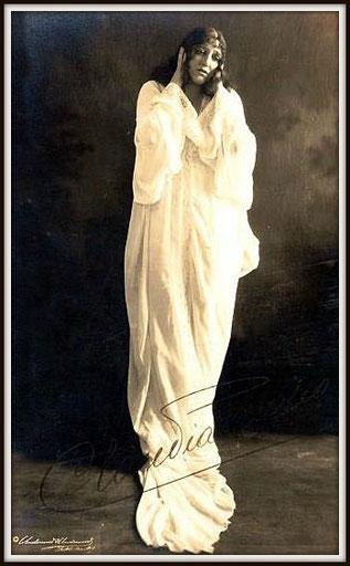 Giuseppe Verdi LA TRAVIATA (Violetta)