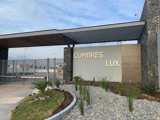 Caseta de acceso Cumbres Lux en Dominio Cumbres