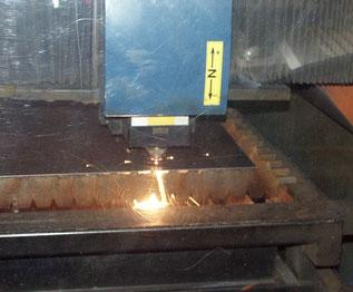 Laser da taglio, realizza le forme necessarie alla realizzazione dei manufatti.