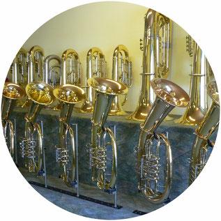 Wählen Sie Ihr persönliches Metallblasinstrument in der großen Auswahl des Onlineshops von Musik Schmid aus.