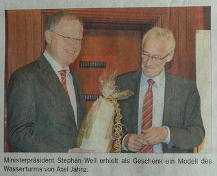 Ministerpräsident Stephan Weil mit Wasserturm
