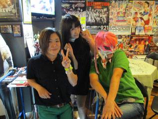 (左から)中川ともか選手、春日萌花選手、救世忍者乱丸選手