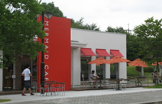 アンデルセンが経営するカフェ。シアトル系とは違う雰囲気を持つこういうお店が、平和大通りにあると楽しいでしょう。