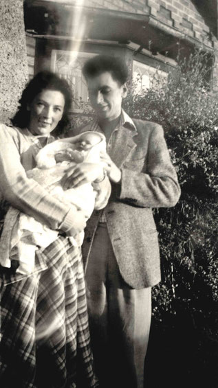 Bill with his first wife Joan and their newborn baby Ruth ( Maree ) in Melbourne, Australia
