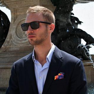 Fanfaron, carré de soie, pochette, costume d'homme, made in France, tuto, pliage, dandy, élégance, accessoire, mode, masculin, pli roulé