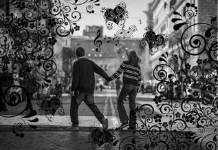 Good Vibes - fröhliche Energie um ein verliebtes Pärchen herum zieht Menschen an und schafft auch bei anderen gute Laune