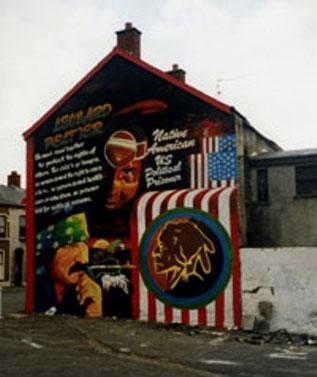 Leonard-Peltier-vægmaleri i Belfast