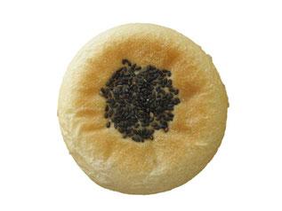黒ごまあんぱん(実際の形と違います。今年は楕円型になっています)