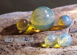 蓝珀原石和珠子