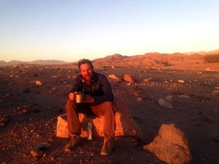 Bei einem Kaffee den Sonnenuntergang geniessen. Die Atacama ist zu jeder Tageszeit ein Erlebnis.