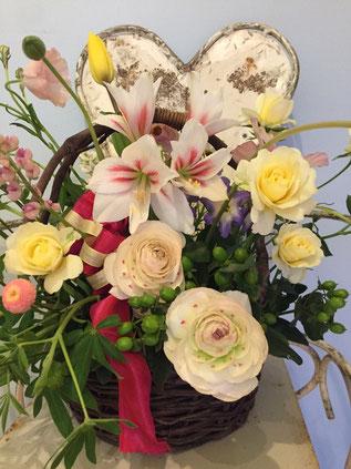 お花 アレンジメント ルピナス チューリップ