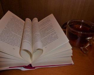 Alle  sind eingeladen, einmal im Monat  zu kommen,  zu hören, sich auszutauschen und vielleicht später einmal selbst ein Buch vorzustellen.