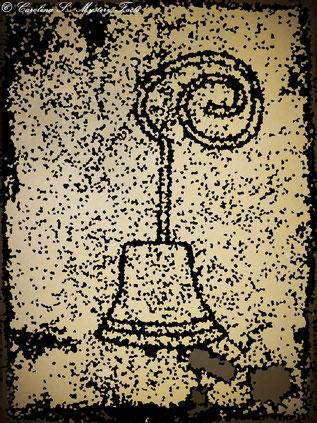 In diesem Bericht geht es um genau so ein altes Türglocken Modell. Der Geist der in diesem Haus sein Unwesen trieb, hatte wohl Spaß daran ununterbrochen an der Glocke zu läuten. Sehr zum Leidwesen der Bewohner.
