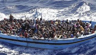 Immigrati africani su un barcone