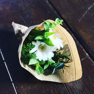 ③「キッチンブーケ(生花)」ワークショップ
