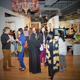 www.classy-dubai.com 2015 Kunstinteressierte Besucher Vernissage Big Picture Dubai