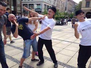 Pantomime-Darsteller zeigten die verschiedenen Berührungs-Situationen. (Foto: BVDD)