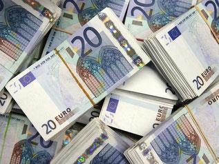 Die Sparer in Deutschland sind verunsichert. Sie legen ihr Geld lieber kurzfristig und risikolos an. Trotzdem steigt ihr Geldvermögen immer weiter. Foto: David Ebener