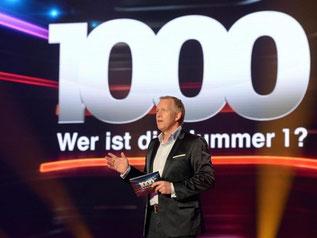 Johannes B. Kerner moderiert die ZDF-Show «1000 - Wer ist die Nummer 1?». Foto: Sascha Baumann/ZDF