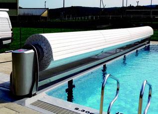 couverture piscine Toulouse avec banc intégré
