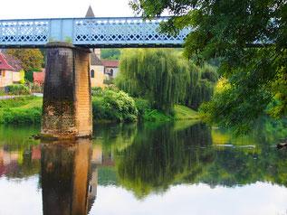 eine schmale Eisen-Brücke führte an dieser Stelle über die Vezere