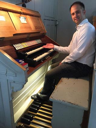 Felix Mende an der Orgel der Evangelische Kirche Bad Marienberg