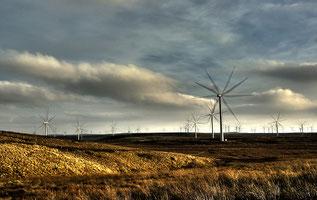 スコットランドで回る風車 CC BY-NC 2.0 by Andy Magee