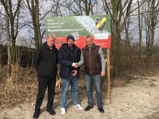 v.l.n.r.: Stefan Zimmermann (Betreuer), Matthias Voß (neuer 1. Herren-Trainer) und Uwe Redenius (Fußball-Obmann)