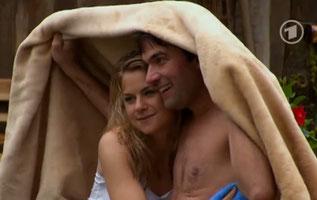 Sharing a blanket - Episode 1799