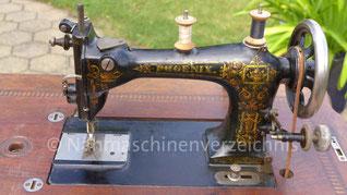 Phoenix F, Flachbett-Gewerbenähmaschine, Schnellnäher mit Rundgreifer, Baujahr ca. 1901, Hersteller: Phoenix Nähmaschinen AG Baer und Rempel, Bielefeld (Bilder: E. Kolb)