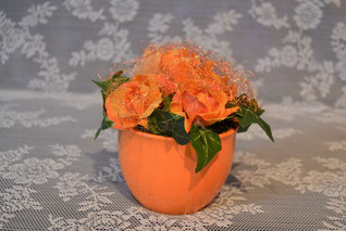 Herbstgesteck im Keramiktopf