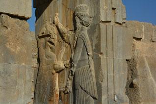 Xerxes im Kampf mit einem riesigen Löwen