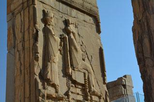 Xerxes auf seinem Thron, getragen von medischen Gardisten