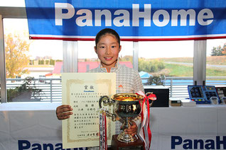 個人優勝の六車日那乃(ハートランドゴルフクラブ)