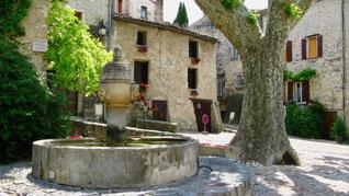 Provence, Frankreich, bei Vaison-la-Romaine, ursprüngliche Dörfer