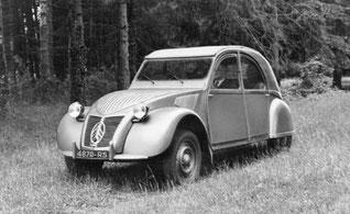 2CV Citroën modérément chargée
