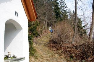 dies ist der Beginn des ziemlich steilen Teils des Kreuzweges auf den Kalvarienberg