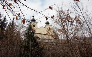 die Kalvarienbergkapelle vom Kreuzweg aus gesehen