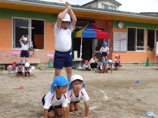 組体操「3人ピラミッド」