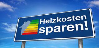 Schild mit Slogan Heizkosten sparen
