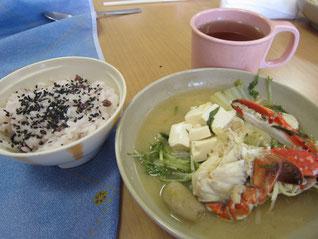 海鮮寄せ鍋とお赤飯。食べる前から心が温まります