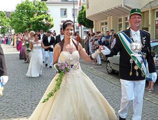 und die Majestäten der Bürgerschützen, Jörg und Nadine Farke, ließen sich am Sonntag bejubeln.