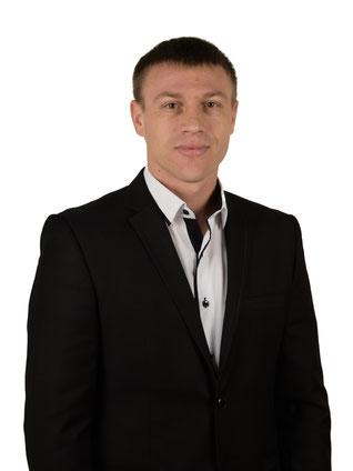 Руснак Олександр Васильович - викладач гімнастики з методикою викладання. КМС футбол.